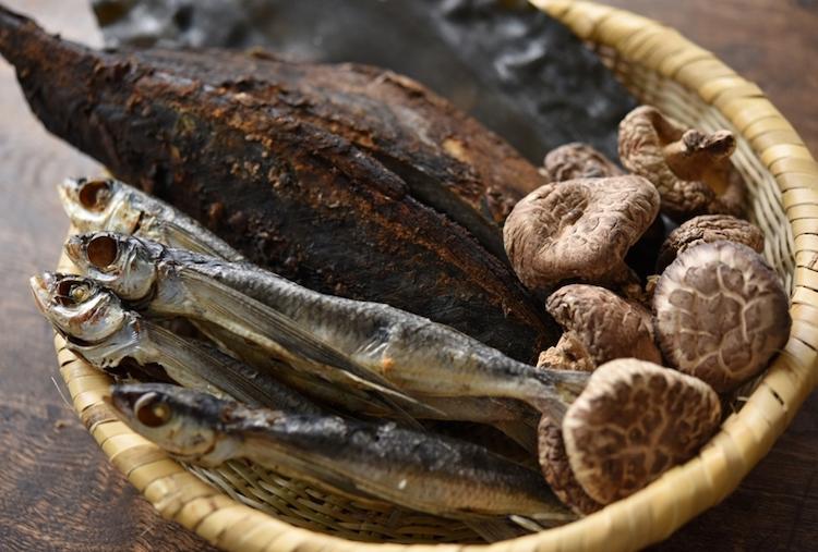 かつお節、昆布、あご(飛び魚)、椎茸