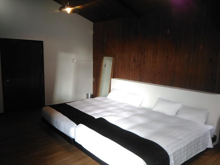 宿泊棟のベッドルーム