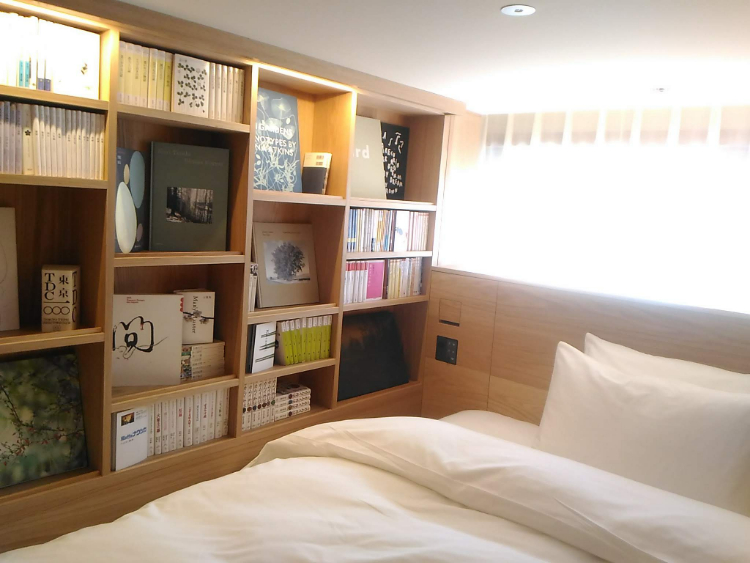 MUJI HOTEL GINZAの客室ベッドまわり
