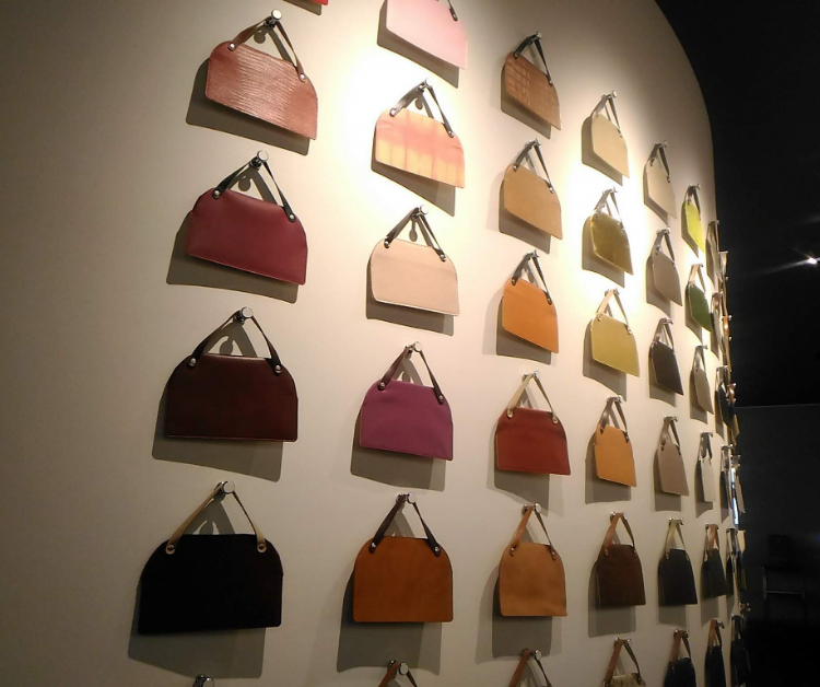 世界のカバン博物館素材展示